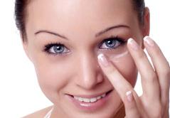 Helfen Augencremes wirklich gegen Augenringe?